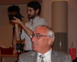 """Josef Falbisoner, ehem. Landesleiter ver.di Bayern, im Hintergrund die Presse (ein Journalist vom """"Spiegel)"""""""