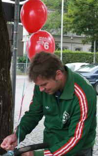 ..nicht nur Stadtrat Florian Spannagl nahm Luftballone mit nach Hause..